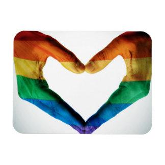 Manos pintadas como corazón del arco iris imán rectangular