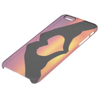 manos que hacen un corazón en la puesta del sol funda clearly™ deflector para iPhone 6 plus de unc