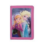 Manos que se sostienen de Ana y de Elsa el |
