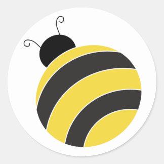 Manosee al pegatina de la abeja