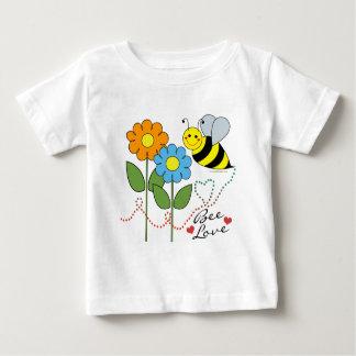 Manosee la abeja con amor de la abeja de las playeras