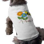 Manosee la abeja con amor de la abeja de las camisetas de perrito