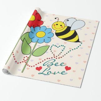 Manosee la abeja con las hojas del amor de la papel de regalo