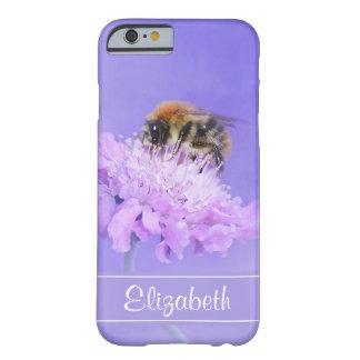 Manosee la abeja encaramada en una flor rosada funda barely there iPhone 6