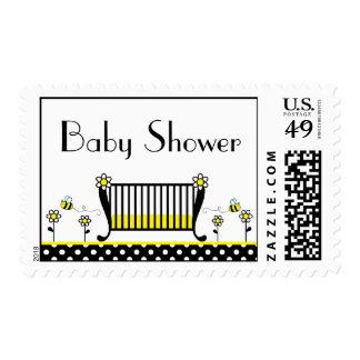 Manosee la fiesta de bienvenida al bebé del lunar sello postal