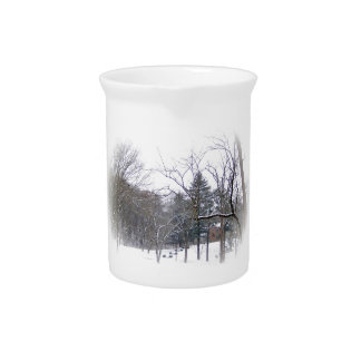 Mansión en la colina Nevado en el mate blanco Jarras Para Bebida