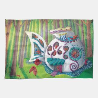 Mansión mágica de los pescados en el bosque toalla de cocina