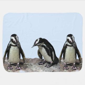 Manta del bebé azul de los pingüinos mantas de bebé