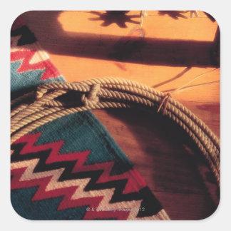 Manta, lazo, y estímulos del nativo americano pegatina cuadrada