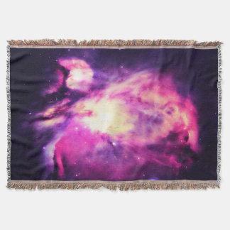 Manta púrpura Hauntingly hermosa de la nebulosa de