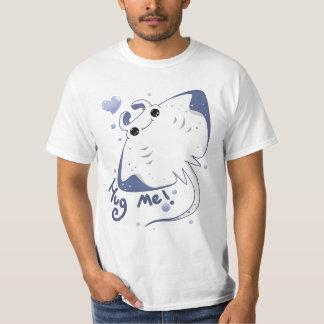 Manta ray: Hug me! T-Shirt