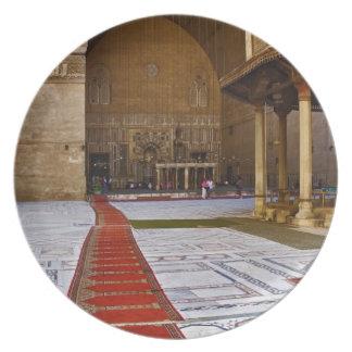 Mantas de rezo que llevan en la mezquita islámica, platos para fiestas