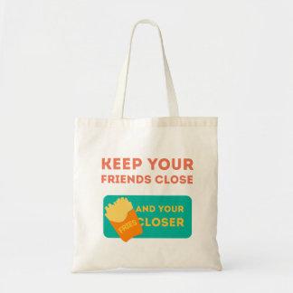Mantenga a sus amigos cercanos bolsas