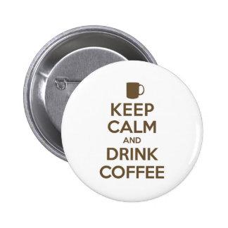 Mantenga café tranquilo y de la bebida pin redondo de 2 pulgadas