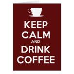 Mantenga café tranquilo y de la bebida tarjeta de felicitación