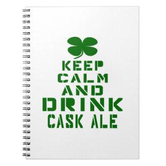 Mantenga cerveza inglesa tranquila y de la bebida cuadernos
