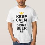Mantenga cerveza tranquila y de la bebida playera