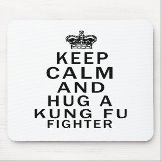 Mantenga combatiente tranquilo y del abrazo de Kun