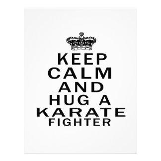 Mantenga combatiente tranquilo y del abrazo del ka