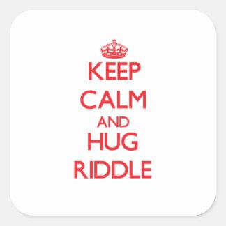 Mantenga criba tranquila y del abrazo calcomanias cuadradas