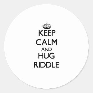 Mantenga criba tranquila y del abrazo etiquetas redondas