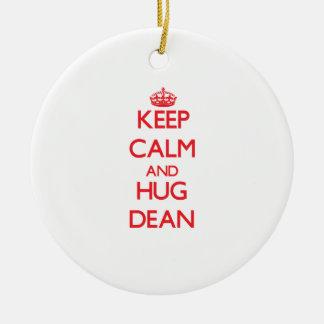 Mantenga decano tranquilo y del abrazo adorno navideño redondo de cerámica