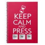 Mantenga el control tranquilo y de la prensa Alt y Libreta