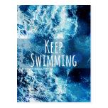 Mantenga el nadar del océano de motivación postal