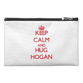 Mantenga Hogan tranquilo y del abrazo