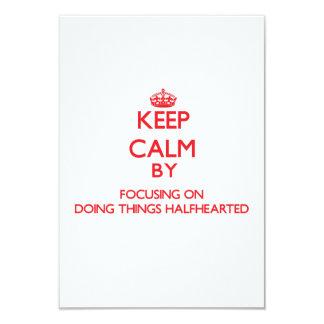 """Mantenga la calma centrándose en hacer cosas poco invitación 3.5"""" x 5"""""""