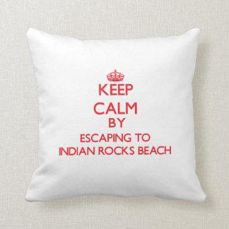 Mantenga la calma escapándose a la playa india de  cojin