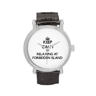 Mantenga la calma relajándose en la isla prohibida reloj de mano