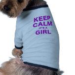 Mantenga la calma su un chica camisa de perro