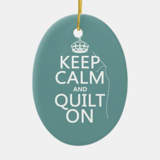 Mantenga la calma y el edredón encendido - adorno navideño ovalado de cerámica