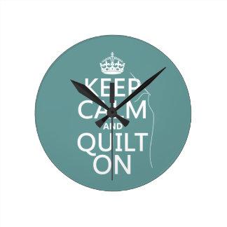 Mantenga la calma y el edredón encendido - disponi reloj redondo mediano
