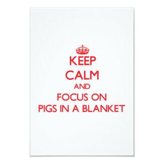 """Mantenga la calma y el foco en cerdos una manta invitación 3.5"""" x 5"""""""