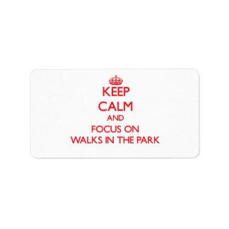 Mantenga la calma y el foco en paseos el parque