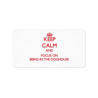 Mantenga la calma y el foco en ser la caseta de etiquetas de dirección