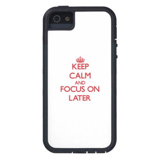 Mantenga la calma y el foco encendido más adelante iPhone 5 fundas