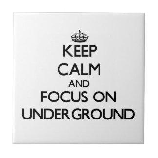 Mantenga la calma y el foco encendido subterráneos azulejo cuadrado pequeño