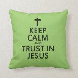 Mantenga la calma y la confianza Jesús Almohada