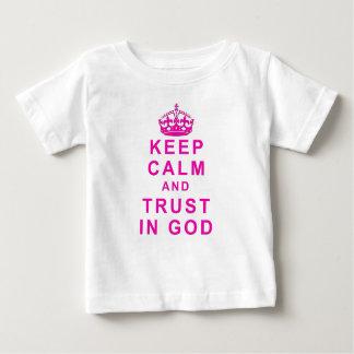Mantenga la calma y la confianza la camisa de dios