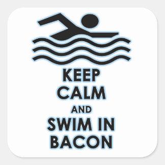 Mantenga la nadada tranquila tocino pegatina cuadrada