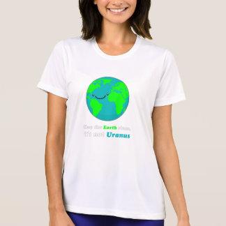 Mantenga la tierra limpia, él no es Urano Camisetas