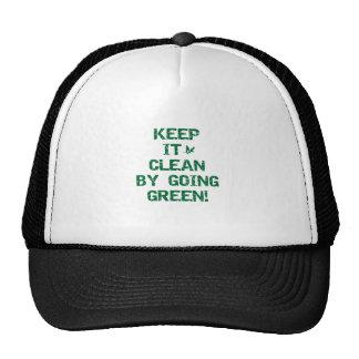 Mantenga limpio por las camisetas verdes que van gorras