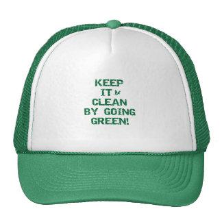 Mantenga limpio por las camisetas verdes que van gorra
