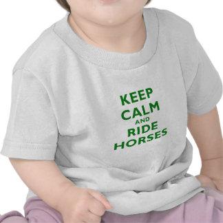 Mantenga los caballos tranquilos y del paseo camiseta