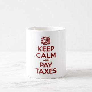 Mantenga los impuestos tranquilos y de la paga taza de café