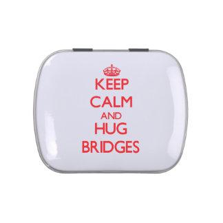 Mantenga los puentes tranquilos y del abrazo jarrones de caramelos