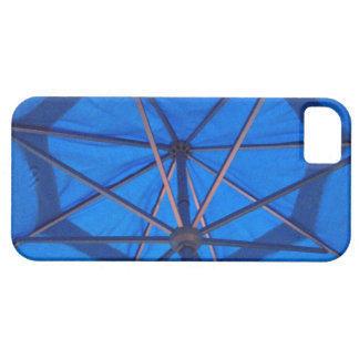 Mantenga su teléfono seguro debajo de un paraguas iPhone 5 carcasas
